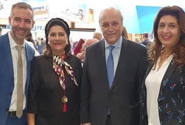 Από δεξιά η προϊσταμένη του Γραφείου ΕΟΤ Κάτω Χωρών κα Ελένη Σκαρβέλη, ο πρέσβης της Ελλάδας στην Ολλανδία κ. Νικόλαος Πλεξίδας, η περιφερειάρχης Ιονίων Νήσων κα Ρόδη Κράτσα-Τσαγκαροπούλου και ο αντιπεριφερειάρχης Λευκάδας κ. Ανδρέας Κτενάς.
